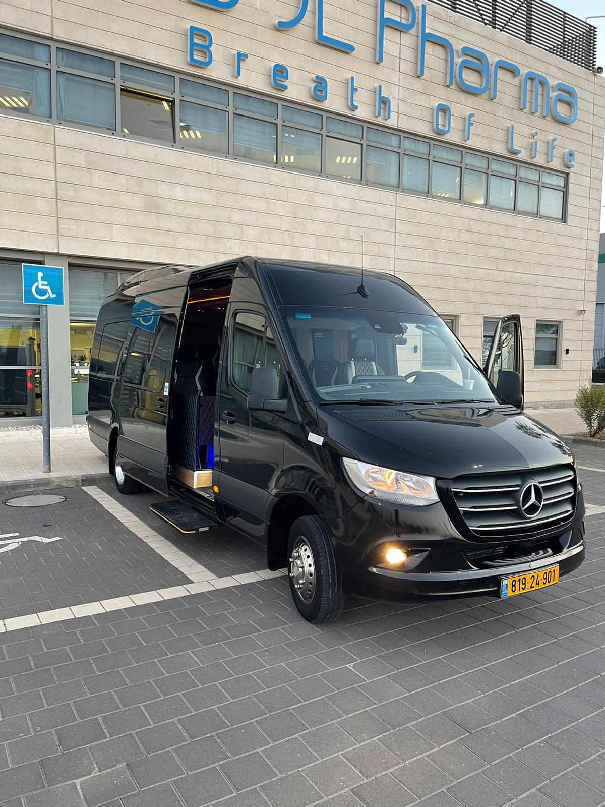 מיניבוס ל 21 נוסעים